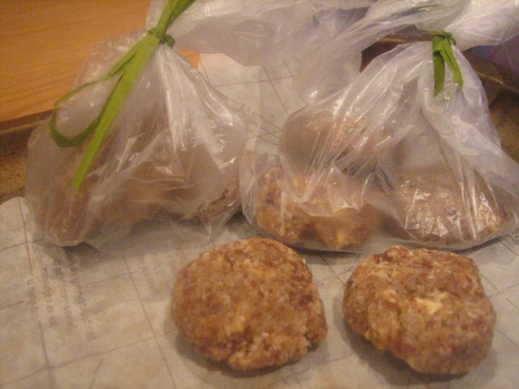 Raw vegan tropical cookies